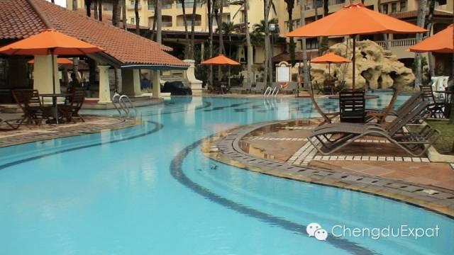 Minshan-Hotel-swimming-pool