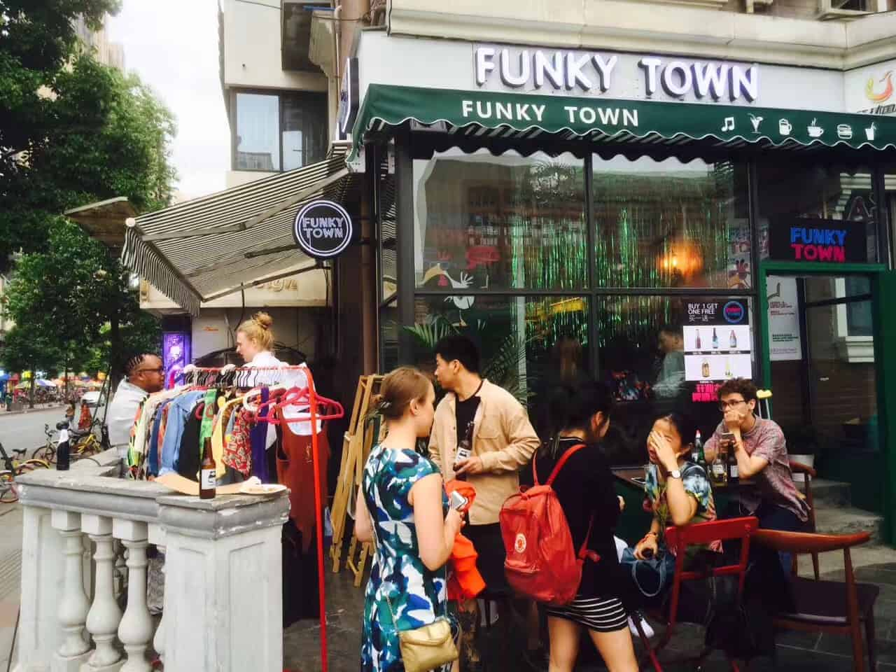 chengdu expat funky town door